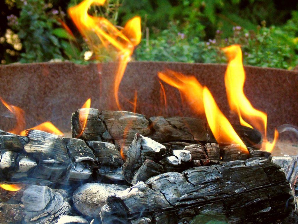 Feuerschale noch im Hellen